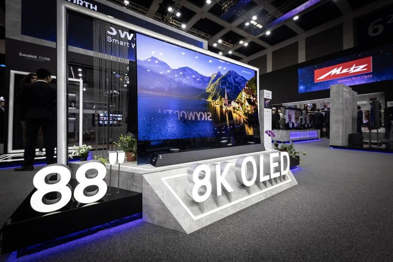 Metz 88 Zoll 8K OLED TV